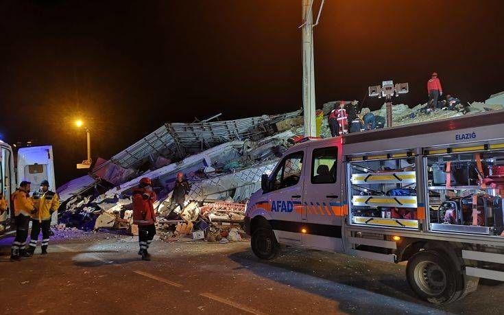 Σεισμός Τουρκία:Στους 31 ανέρχονται οι νεκροί από τον ισχυρό σεισμό, μεγέθους 6,8 βαθμών,ανακοίνωσε τα ξημερώματα της Κυριακής