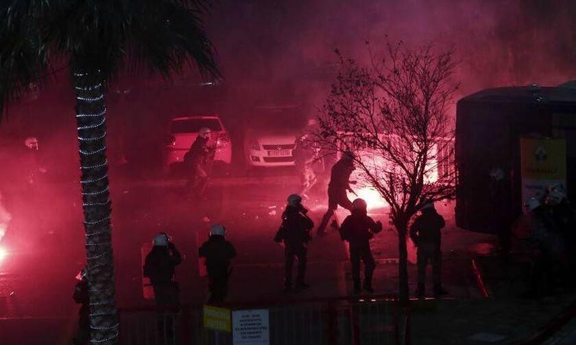Συμπλοκές μεταξύ ομάδας οπαδών και αστυνομικών στην Ηλιούπολη