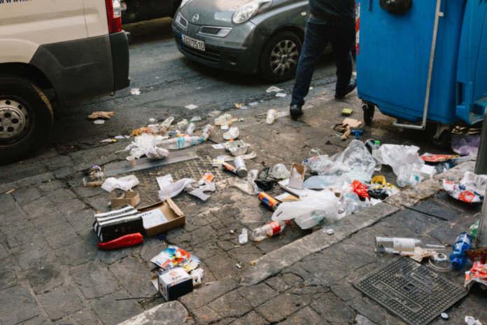 Δάφνη-Υμηττός:Καταγγελία πολιτών για τα σκουπίδια στους δρόμους