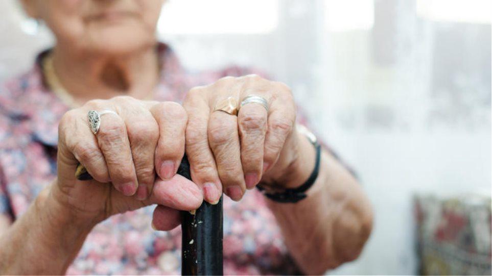 Περιφέρεια Αττικής: Περιορισμός του επισκεπτηρίου σε Μονάδες Φροντίδας Ηλικιωμένων